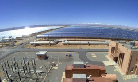 Les élèves sont à la centrale solaire Noor