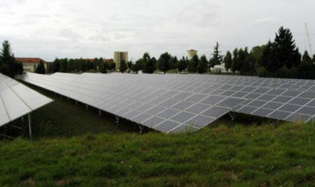 Visite du site de la centrale de production d'électricité par panneaux photovoltaïques de Sourdun